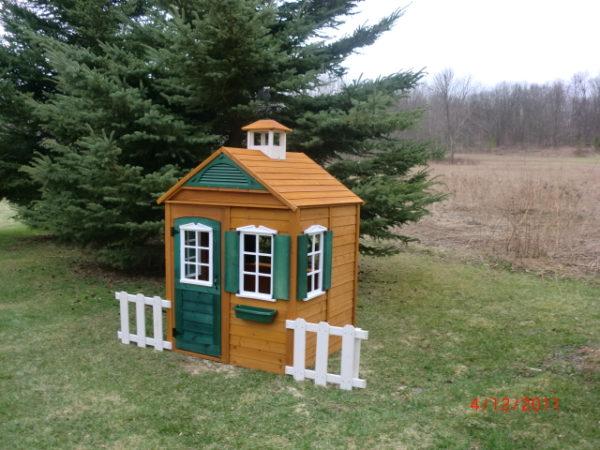 Игровойо домик для дачи