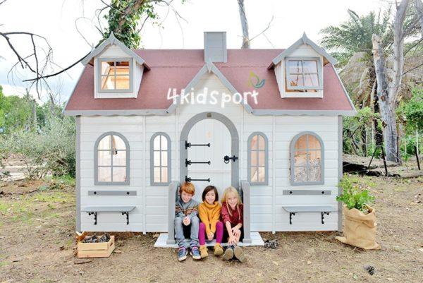 домик из дерева